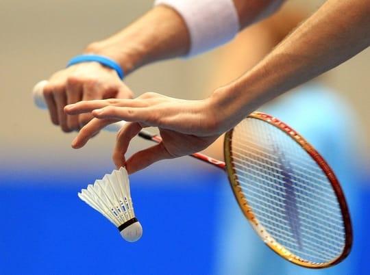 Badminton serving rules